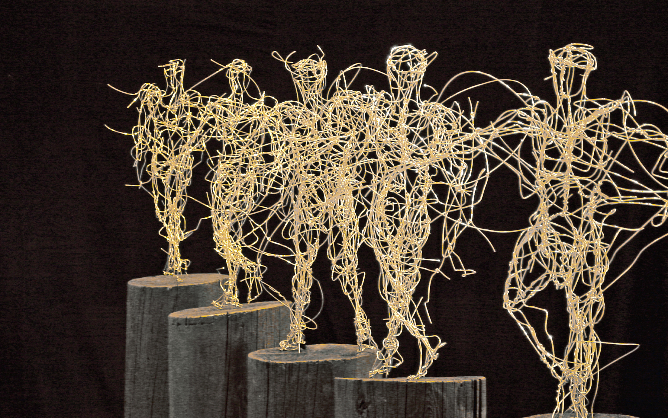"""Walking Upright"", copper wire, nickel-plated, wood, 150 x 120 x 35 cm, 2002"