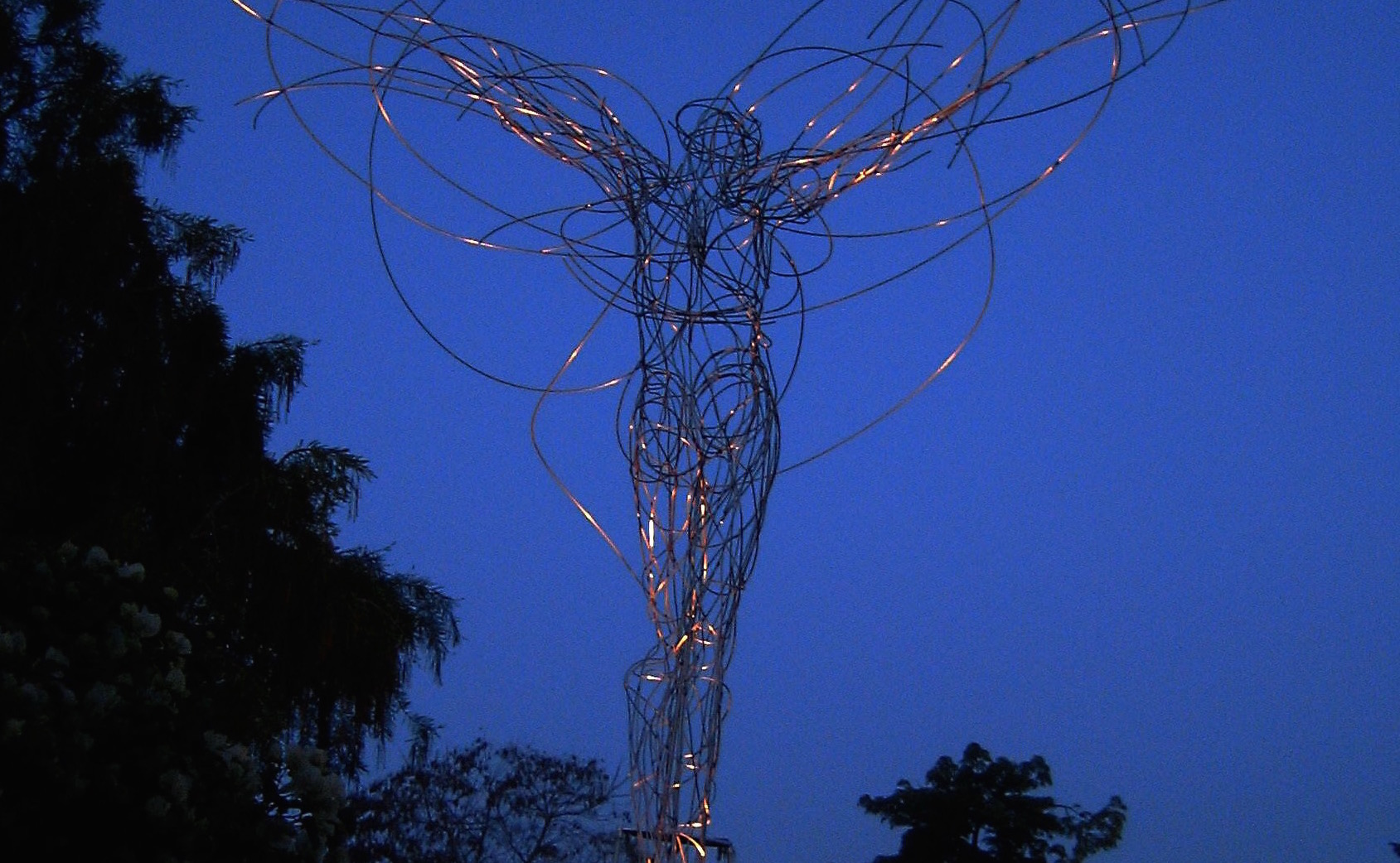 """Space_Dance"", stainless steel, 280 x 150 x 130 cm, Rehovot/Israel, 2005"