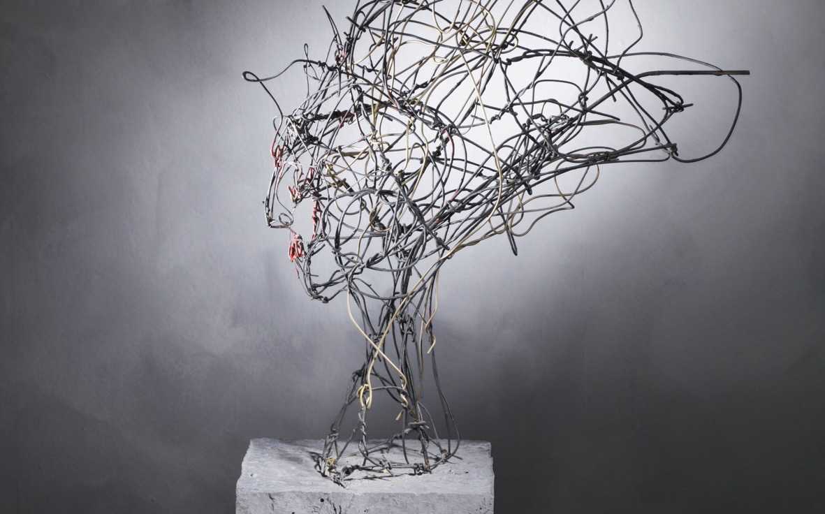 """Elektra inspired"", wire, painted, concrete, 60 x 25 x 60 cm, 2005"