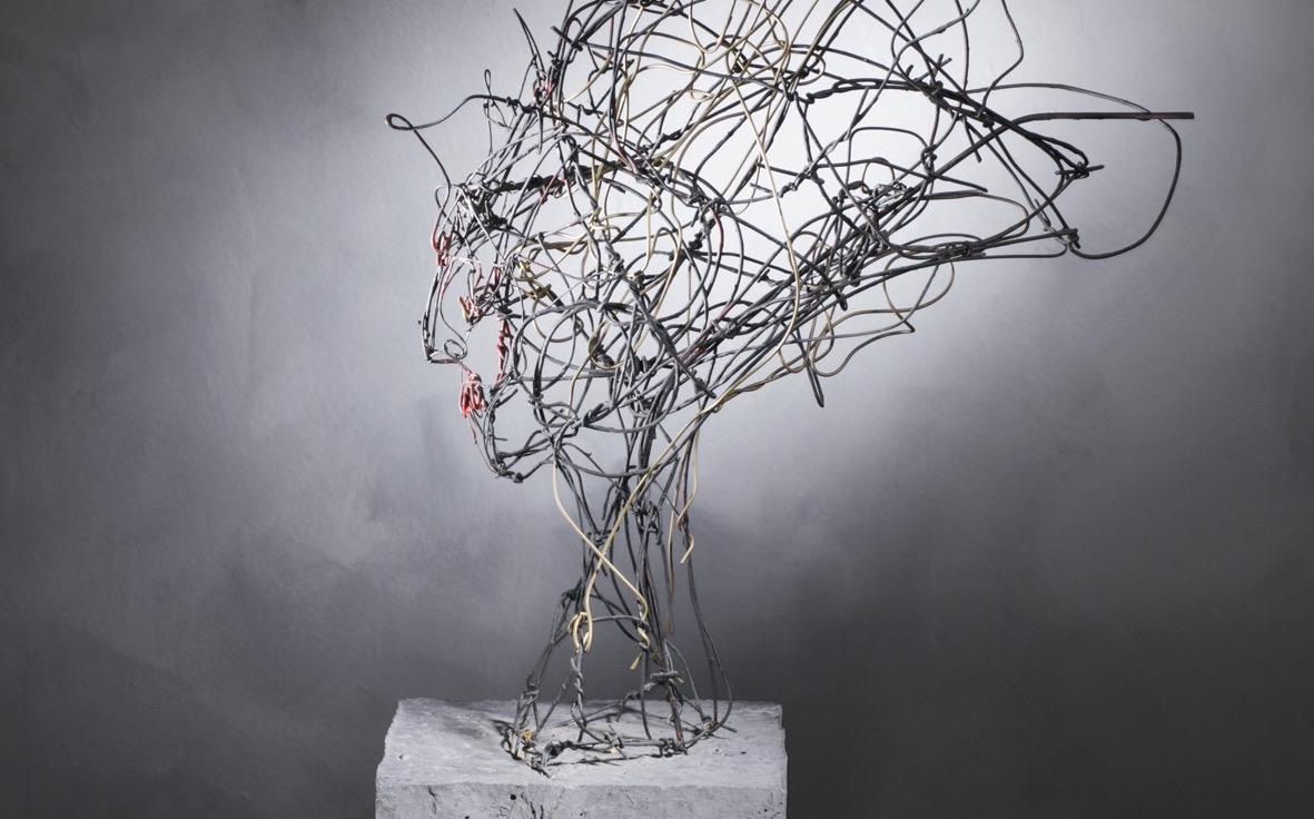 """Elektra inspired"", Draht, lackiert, Beton, 60 x 25 x 60 cm, 2005"
