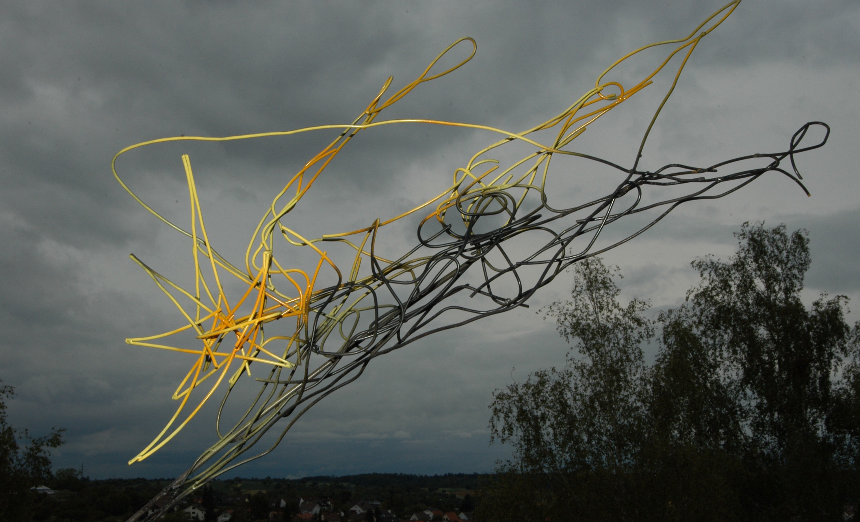 """star diver"", steel wire, painted, 110 x 190 x 35 cm, 2007"