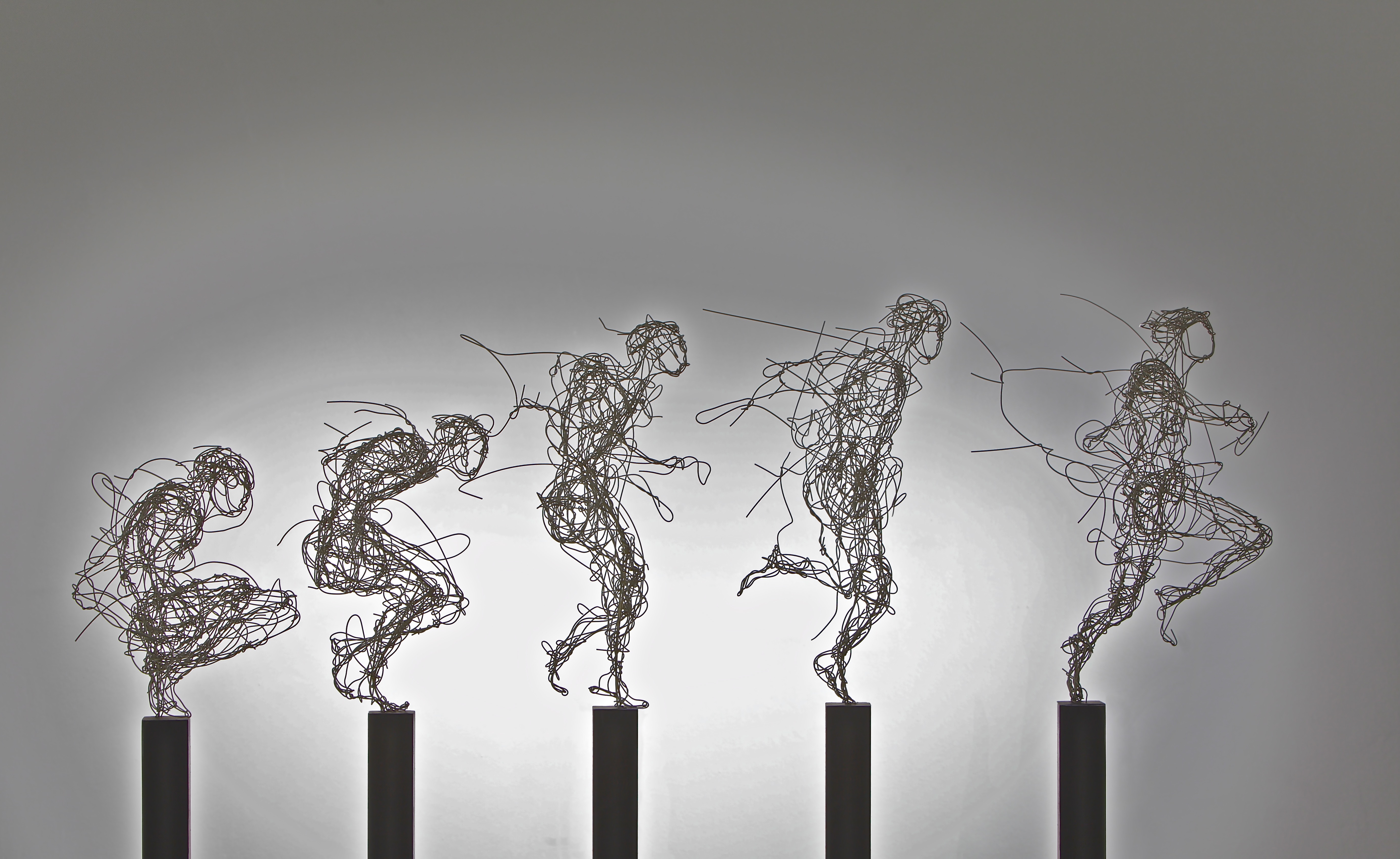 """""""Aufbruch"""", Kupferdraht, vernickelt, 150 x 30 x 160 cm, 2011"""